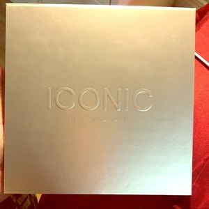 Iconic London - Day to Slay Eyeshadow Palette